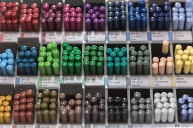 צבעים ומצרי יצירה בנתניה קרן